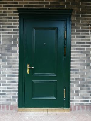 Металлическая входная дверь в коттедж