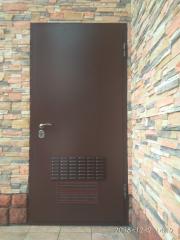 Металлическая входная дверь с вентиляцией